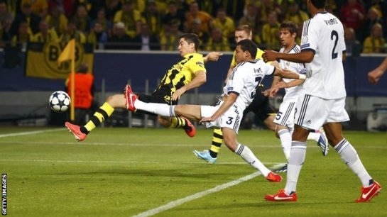 Robert Lewandowski taps home the firs of his four goals