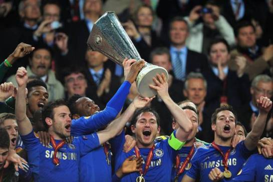 Chelsea players triumphantly lift the Europa League trophy after Branislav Ivanovic's injury time header game Chelsea the win