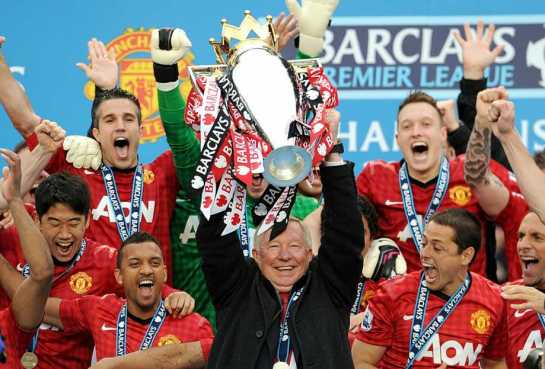 Sir Alex Ferguson lifts the English Premier League title for the last time after Manchester United's win over Swansea City